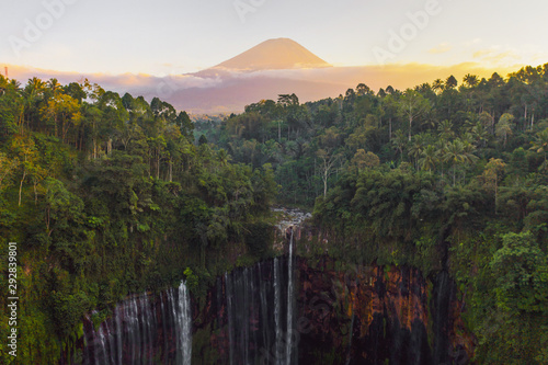 Fotografía Aerial view of Tumpak Sewu waterfall and Semeru mountain at sunrise located in east java, Lumajang, Indonesia