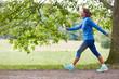 canvas print picture - Vitale Senior Frau beim Gehen in der Natur