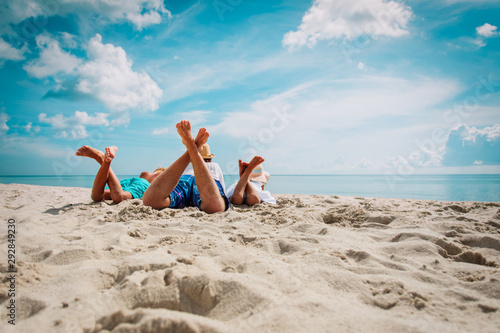 Cadres-photo bureau Ecole de Danse father with son and daughter relax on beach