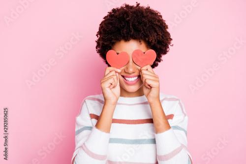 Cuadros en Lienzo  Photo of pretty dark curly skin lady holding in hands little red paper hearts hi