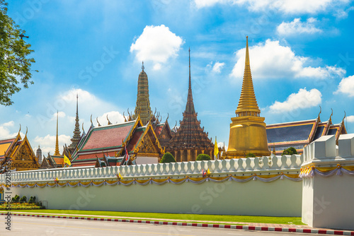 Photo  grand palace and Wat Phra Kaeo in bangkok, thailand