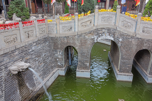 Entrance bridge in the Confucian temple complex in the old town of Pingyao Tablou Canvas