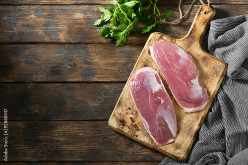 Photo  Raw duck meat on a wooden Board. Top view