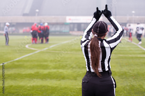 rear view of female american football referee Fototapet