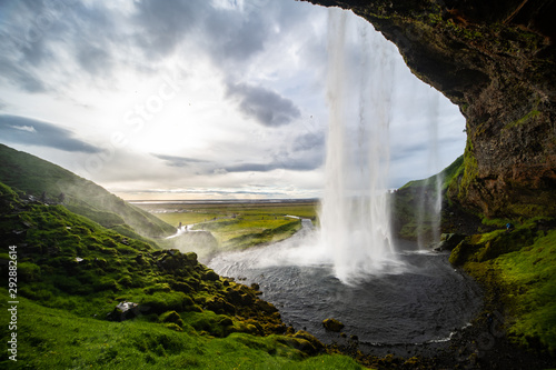 Fototapety, obrazy: Seljalandsfoss Wasserfall Island Mittsommernacht Gegenlicht Naturschauspiel Südküste Europa Magie Märchen Wasserschleier Gegenlicht Weitwinkel Iceland Waterfall