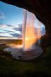 Seljalandsfoss Mitternachtssonne Gegenlicht Island Mittsommer Gegenlicht Weitwinkel Naturschauspiel Farben Sonnenuntergang Phänomen Wasservorhang Sehenswürdigkeit