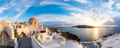 Cuadros en Lienzo Panorama Oia Village during sunset. Greece Santorini Island