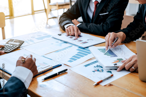 Fototapeta Business group looking graph Financial information and business investment planning at the meeting. obraz