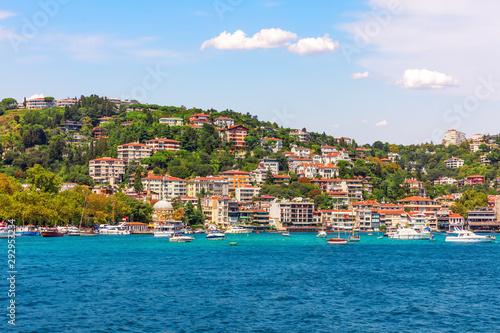 Foto auf AluDibond Stadt am Wasser Bebek neighborhood on the bank of the Bosphorus Straight, Istanbul, Turkey