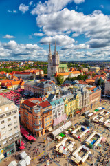 Trg bana Jelačića. Pogled iz zraka na središnji trg grada Zagreba. Glavni grad Hrvatske. Okomita slika