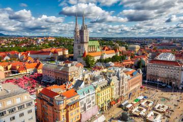 Trg bana Jelačića. Pogled iz zraka na središnji trg grada Zagreba. Glavni grad Hrvatske. Slika