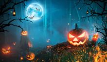 Spooky Halloween Pumpkins In D...