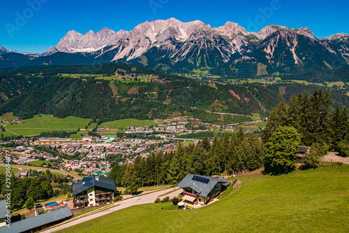 Vászonkép  Beautiful alpine view with the famous Dachstein summit at the Planai Alm, Schlad