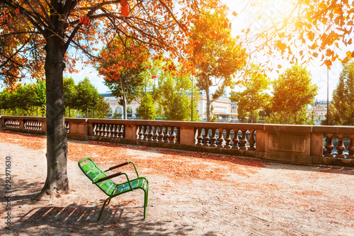 Poster de jardin Paris Green bench under the tree in Tuileries Garden in Paris, France. Autumn landscape