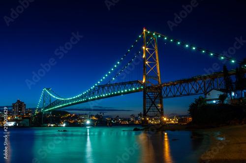 Fototapeta Hercilio Luz bridge in the night obraz