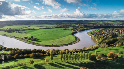Photo Drone shot of Bristol countryside and the River Severn wending its way through