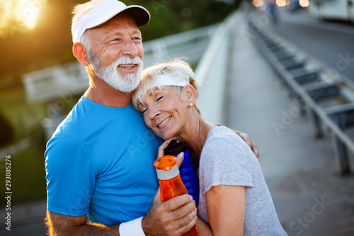 Beautiful sporty mature couple styaing fit with sport Fototapet