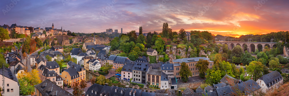 Fototapeta Luxembourg City, Luxembourg. Panoramic cityscape image of old town Luxembourg City skyline during beautiful sunrise.