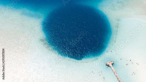 Foto Beautiful blue hole Kaan Luum lagoon in Tulum, Quintana Roo in Mexico