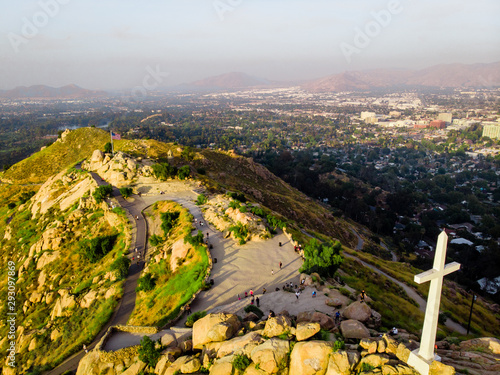 On top of the Rubidoux mountain with the summit cross and american flag in river Fototapete