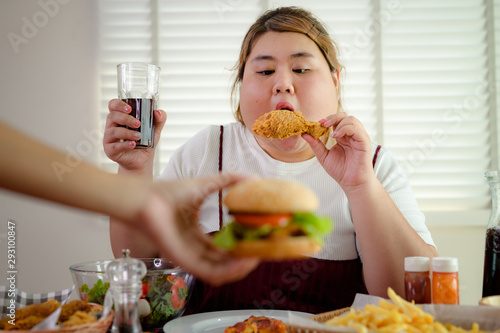 Valokuvatapetti plump fatty woman hunger eating a lot junk food