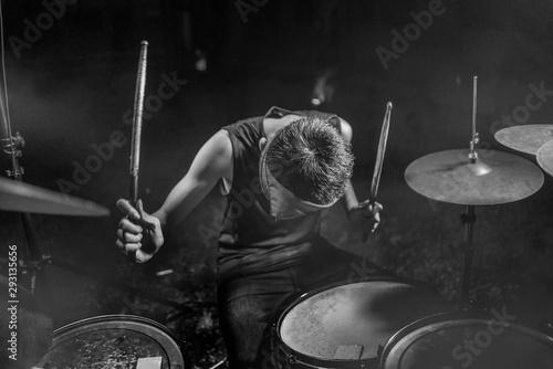 Tablou Canvas young boy as rock band drummer