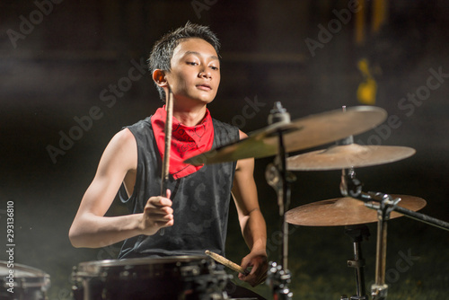 Photo young boy as talented rock band drummer
