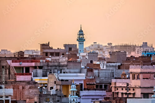 Fotografia Cityscape of Jaipur with minaret in sunset, India