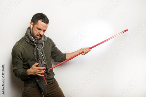 Uomo suona una scopa Tapéta, Fotótapéta