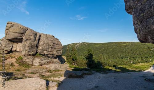 Obraz na plátně  Violik and Snezne jamy hills from Svinske kameny rock formation in Krkonose moun
