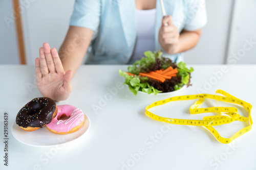 Fotomural Young asian woman on dieting and choosing eat vegetable salad by refuse junk foo
