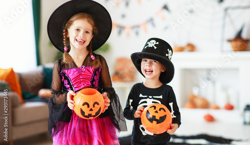 Valokuvatapetti . happy Halloween! two children in suits and with pumpkins in home.
