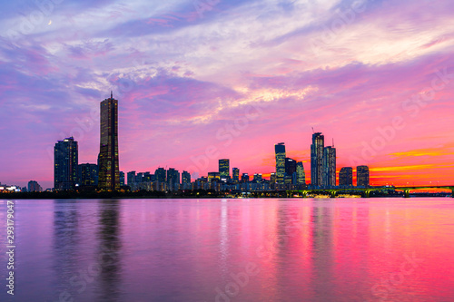 Ταπετσαρία τοιχογραφία  Sunset of Seoul downtown , 63 Building and Hangang river best view landmark and