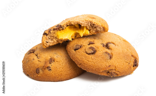 Foto auf AluDibond Natur chocolate chip cookies with orange cream isolated