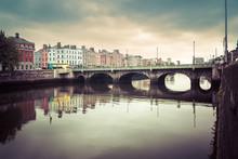 O'Connell Bridge Over River Li...