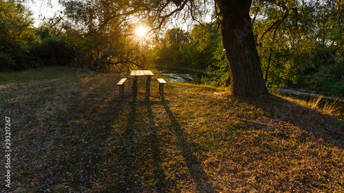 Fotografia Camping site by the river, wonderful sunset scene.