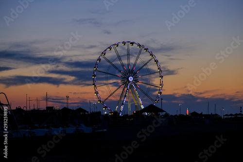rimini ruota panoramica al tramonto Fototapet