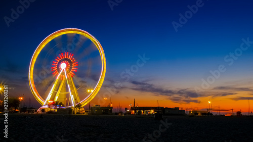Fotografia rimini ruota panoramica al tramonto