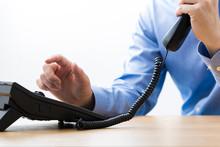ビジネスマン 電話対応