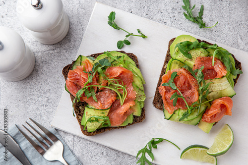 toast with dark rye bread, avocado, smoked salmon and cucumber - 293303803