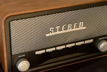 Vintage Styled Modern Radio Di...