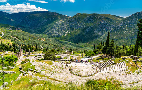 Photo The ancient theatre at Delphi in Greece
