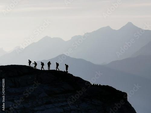 montañeros en cierracills Wallpaper Mural