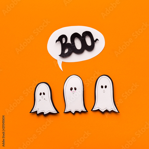 Fotografia, Obraz Family of cute paper ghosts saying boo