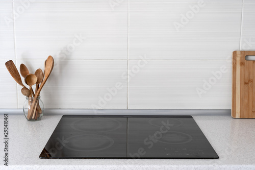 Fotografija Kitchen with built in ceramic induction stove