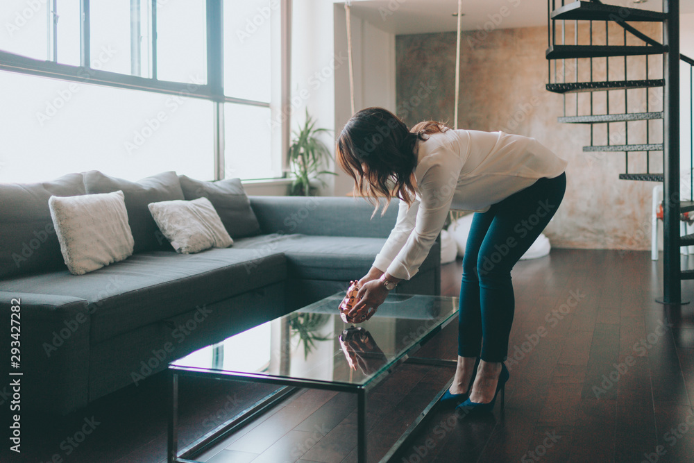 Fototapety, obrazy: A woman staging a home.