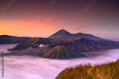 Autocollant pour porte Corail Mount Bromo volcano (Gunung Bromo) during sunrise from viewpoint on Mount Penanjakan in Bromo Tengger Semeru National Park, East Java, Indonesia.