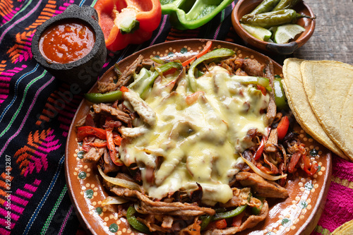 Photo Mexican beef fajitas also called alambre with cheese