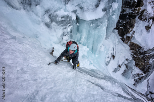 UK, Scotland, Glencoe, Ben Udlaih, woman ice climbing