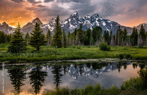 Obraz na plátně Sunset Reflections on the Grand Teton Range from Schwabacher Landing